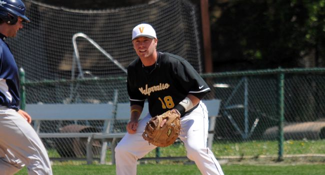 Valpo Baseball Routs UIC to Open Weekend Series