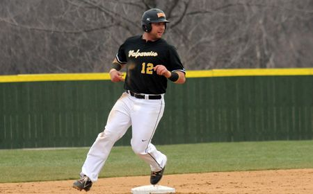 Valpo Falls in Extra Innings at Milwaukee