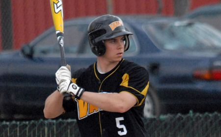Late Inning Rallies Lead Valpo to Sweep of Butler