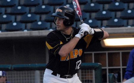 Valpo Falls to UIC in Extra Innings to Close Regular Season