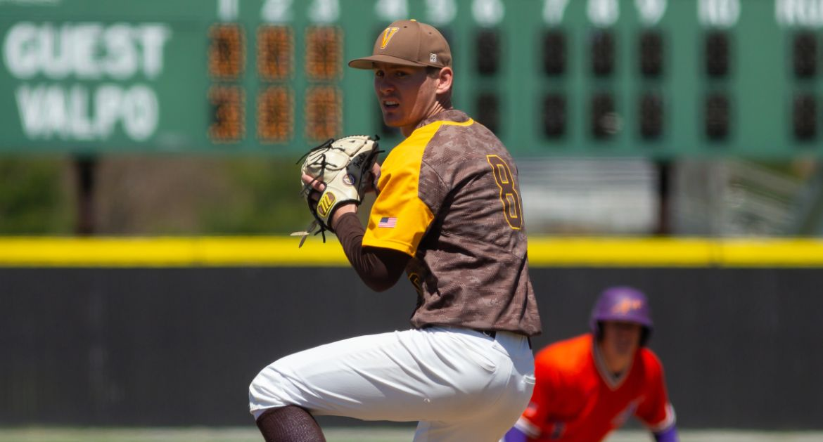 Valpo Tops Bradley, Forces Rubber Match in Weekend Series