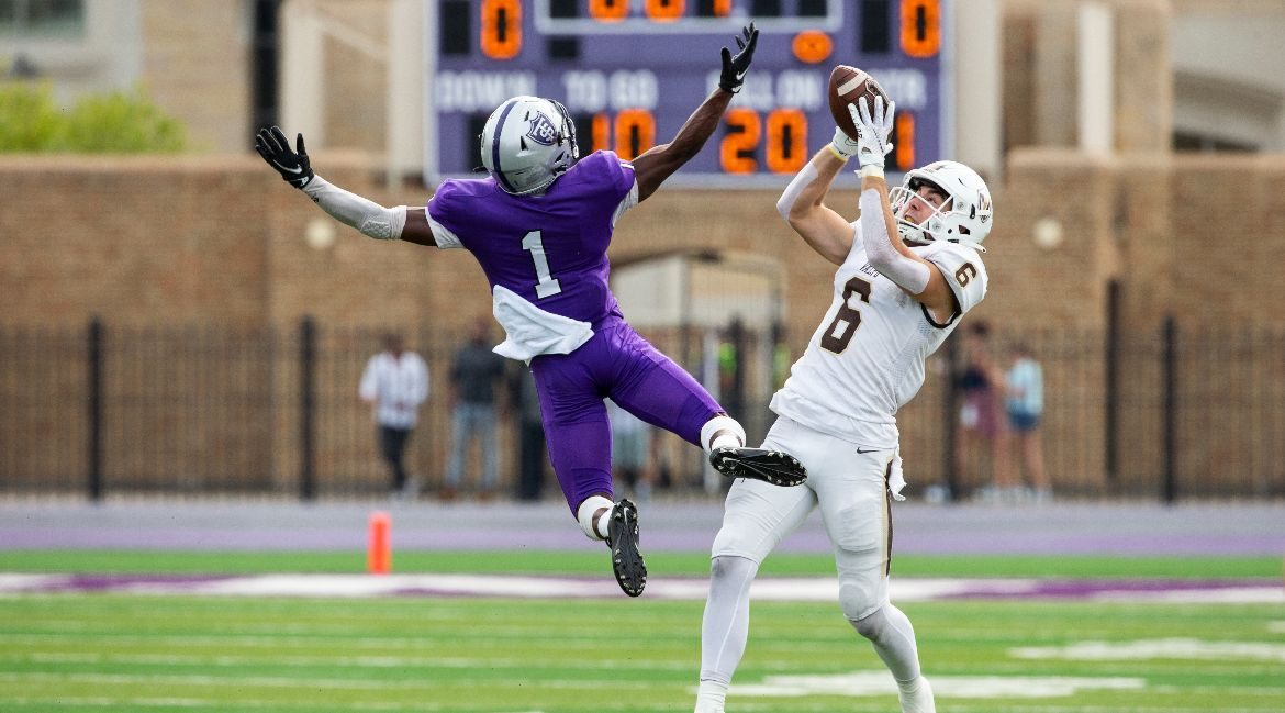 St. Thomas Edges Valpo in Another Close Contest