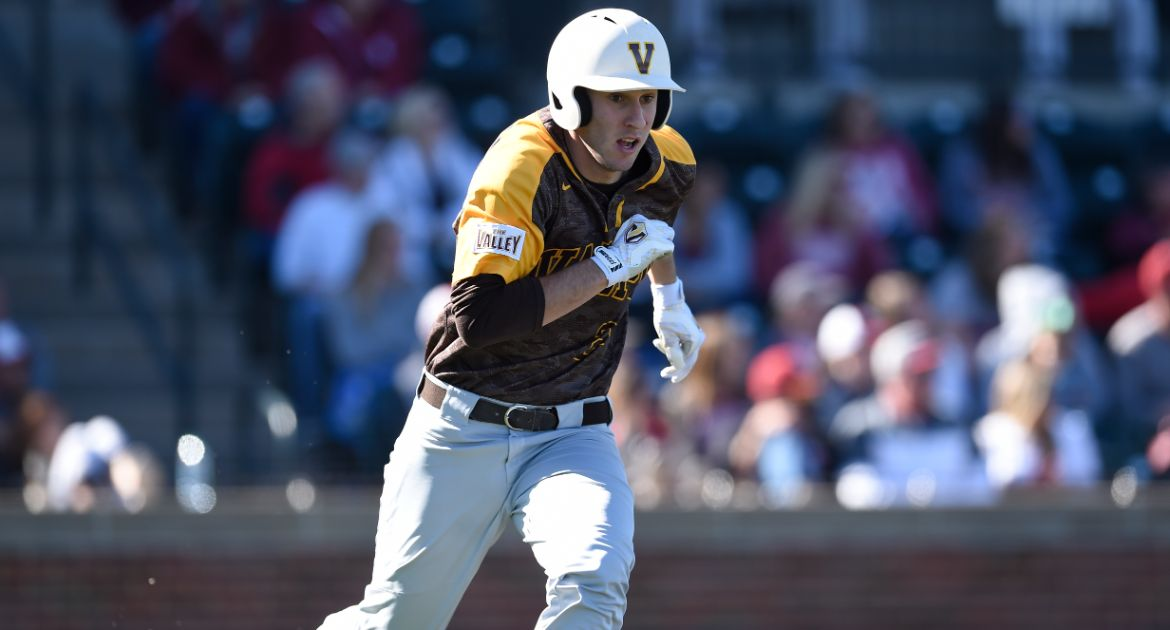 Valpo Drops Middle Game, Sets Up Sunday Rubber Match