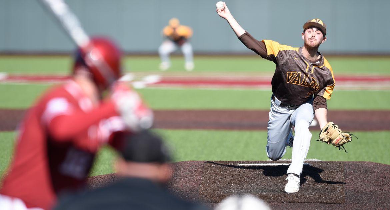 Baseball Picks Up First MVC Series Win on Sunday