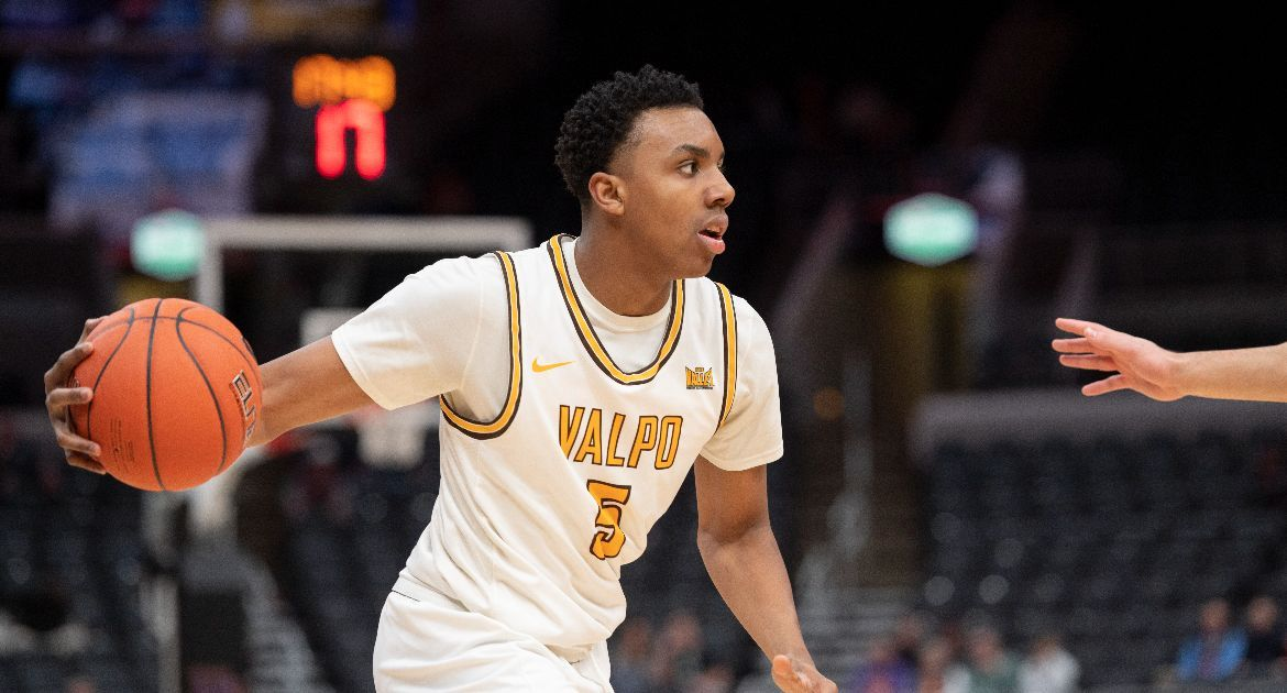Donovan Clay Finds Comfort Zone with Valpo Basketball