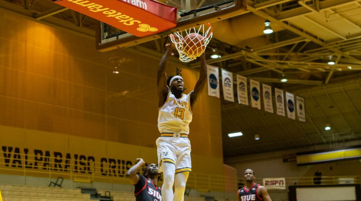 Edwards Paces Valpo in Victory over SIUE
