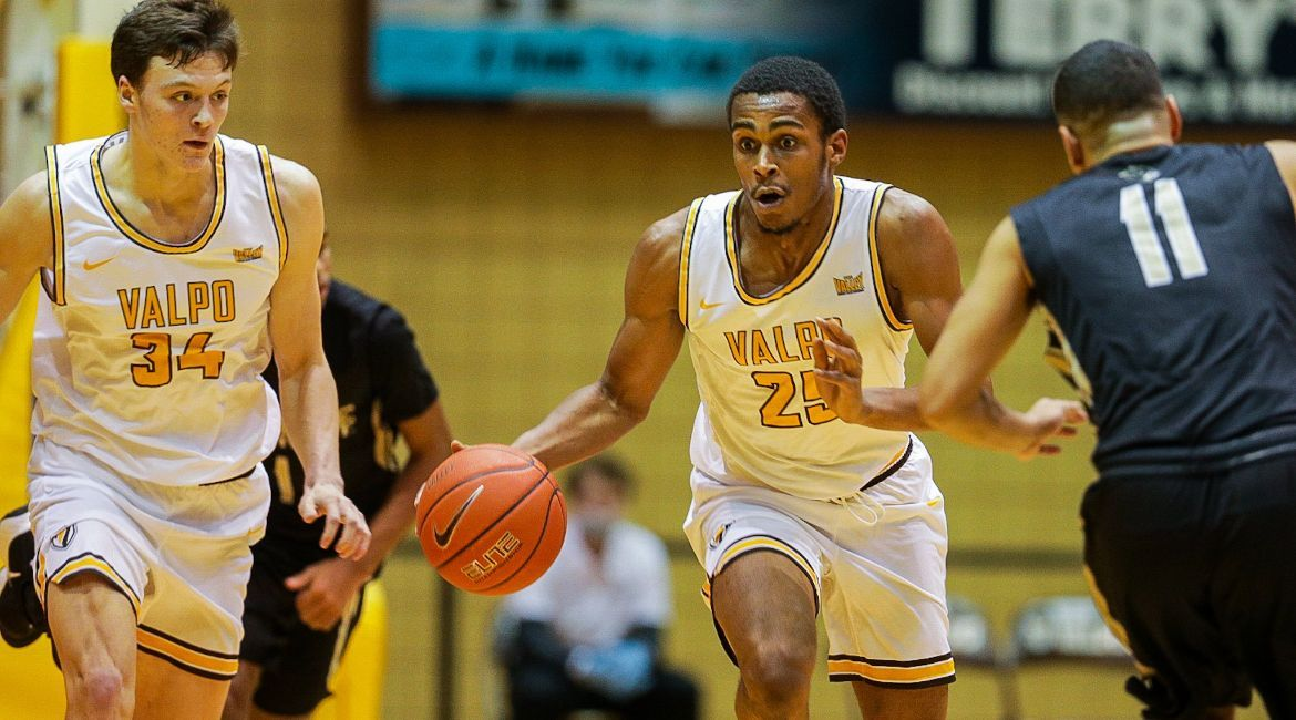 Career High from Nick Robinson Helps Valpo Top Purdue Northwest