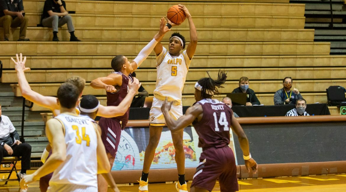 Valpo Falls to Missouri State in Conference Opener