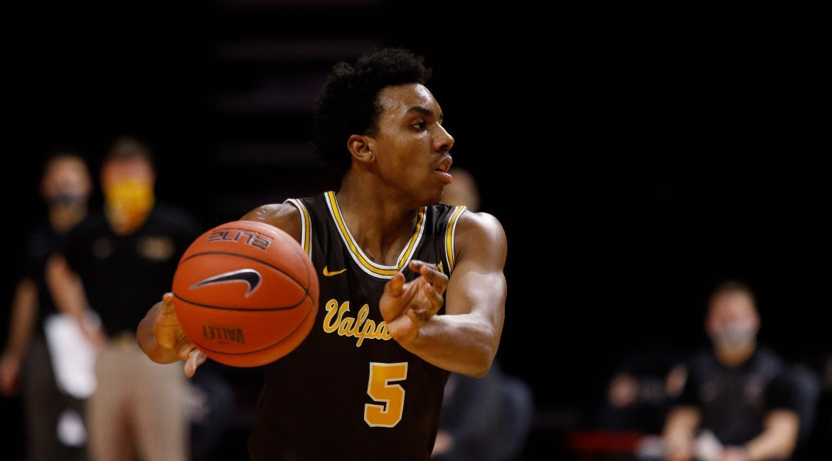 Complete Performance Helps Valpo Bounce Back with Road Victory