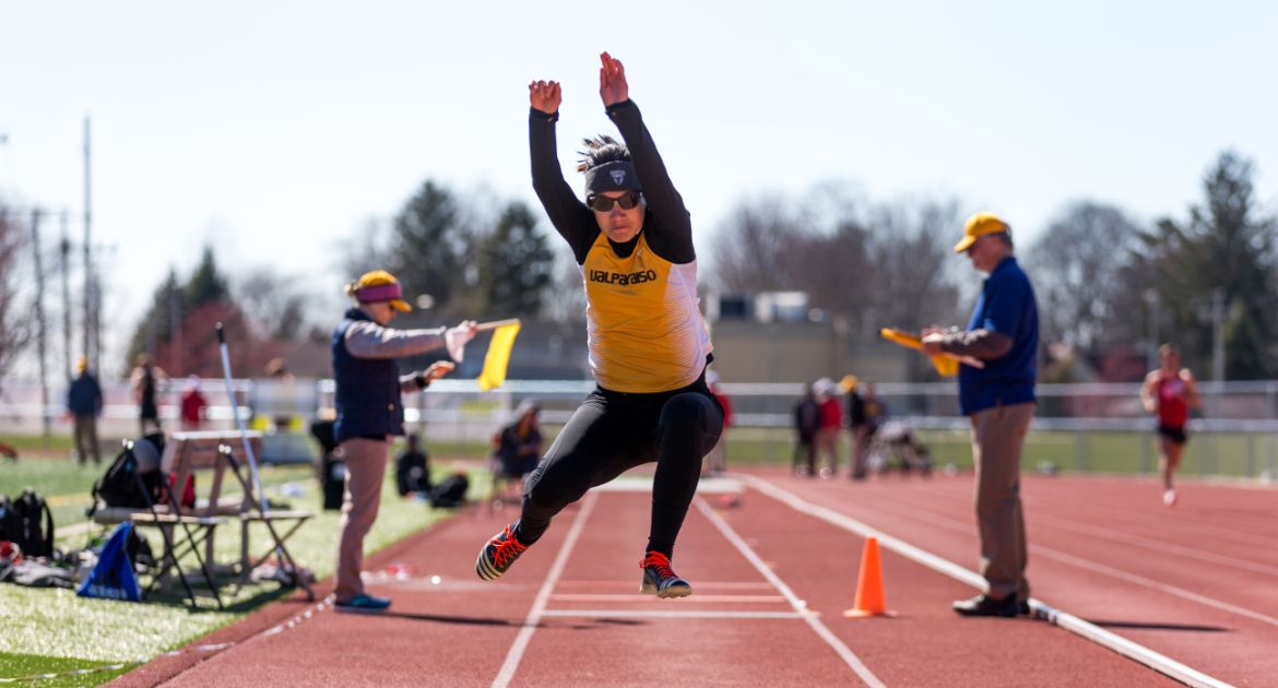 Track & Field Turns in Strong Showing at GVSU