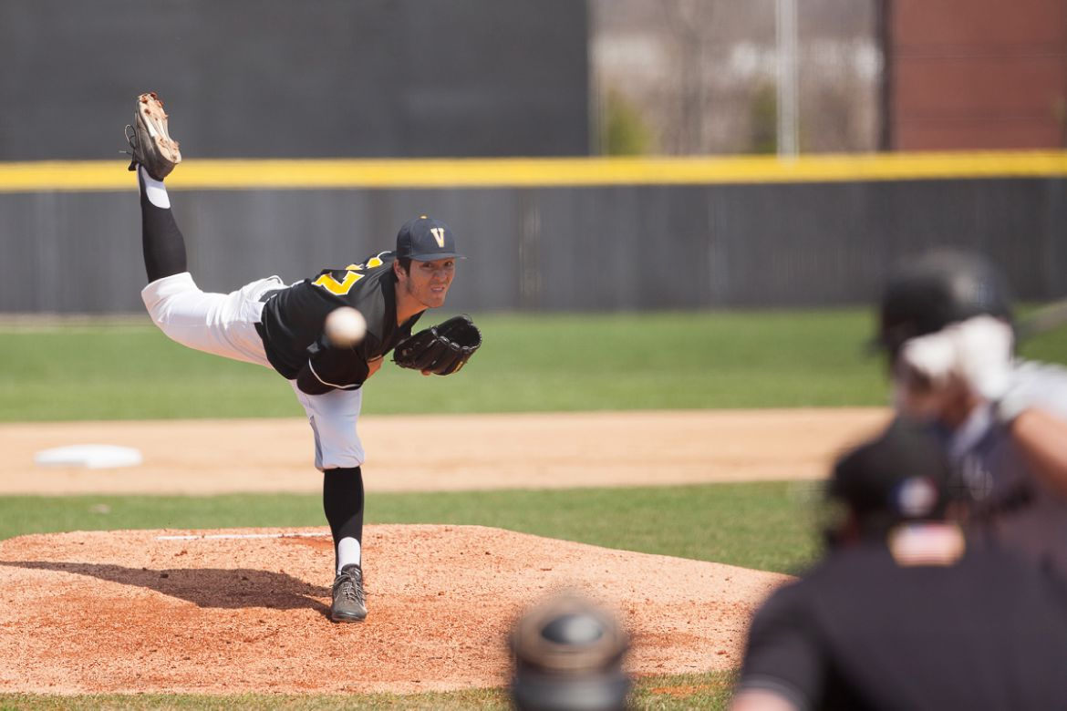 Valpo Hangs on for Frantic 8-7 Win over Oakland