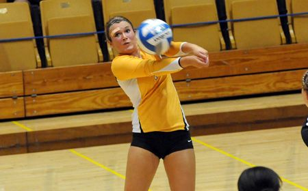 Root Breaks School Record as Valpo Sweeps Green Bay