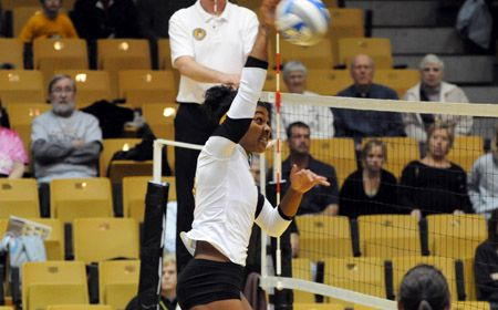 Crusaders Sweep Youngstown State to Close First Half of League Play