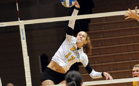 Valpo Uses Late-Set Pushes to Sweep IUPUI