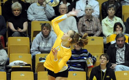 Seniors Lead Way In Four-Set Win Over Green Bay