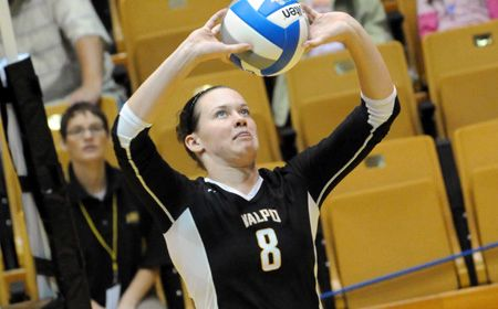 Valpo Volleyball Nips Milwaukee in Tight Battle