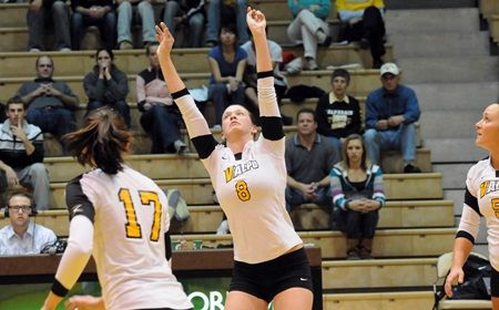 Crusaders Continue Sweeping Ways in Three-Set Win Over Hofstra