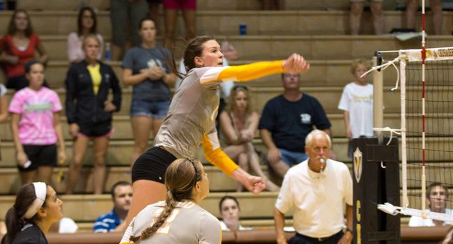 Volleyball Opens Horizon League Play With Win at UIC