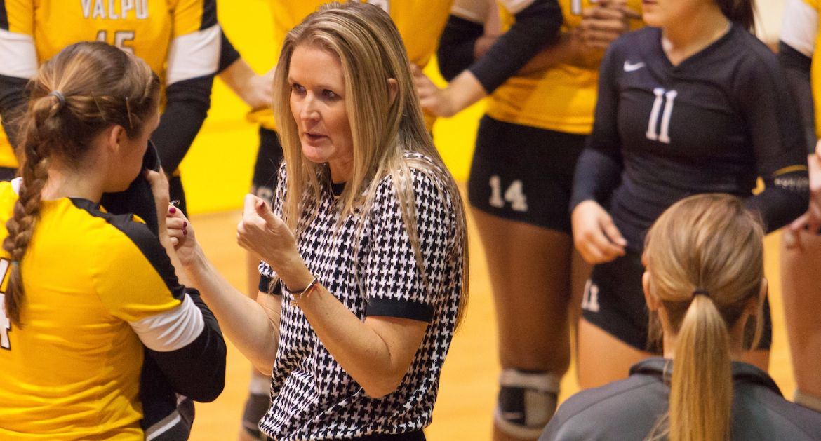 Avery Earns 400th Career Victory as Volleyball Splits Saturday