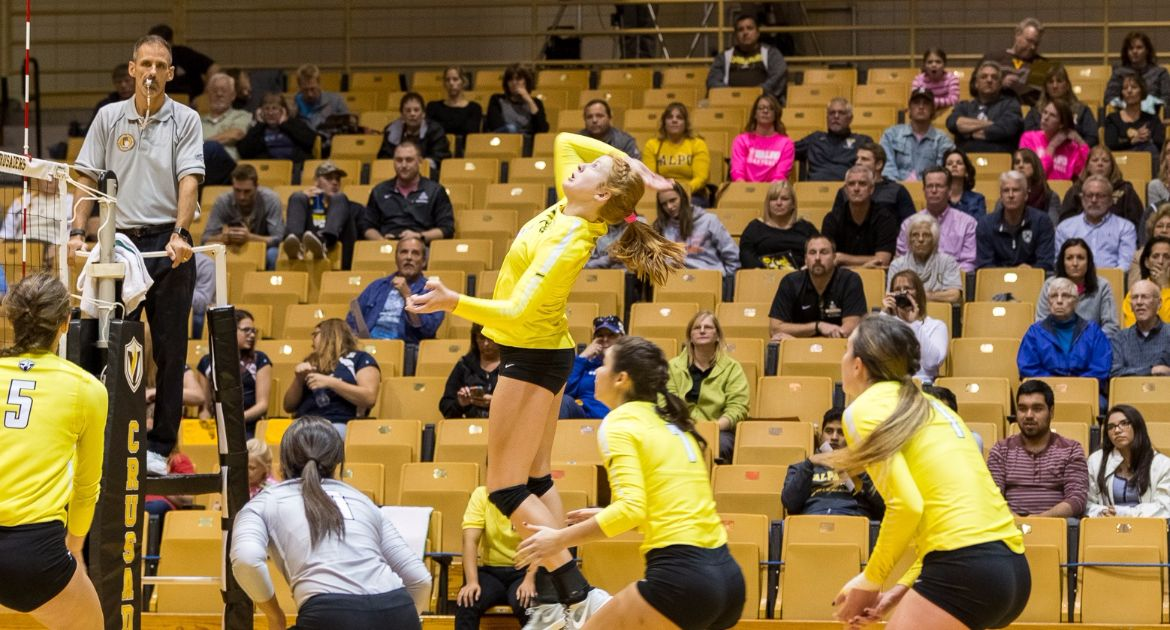 Volleyball Takes Loss Against NKU Saturday