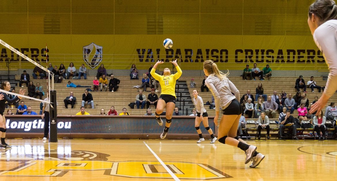 Volleyball Closes Home Slate With Win Over Oakland