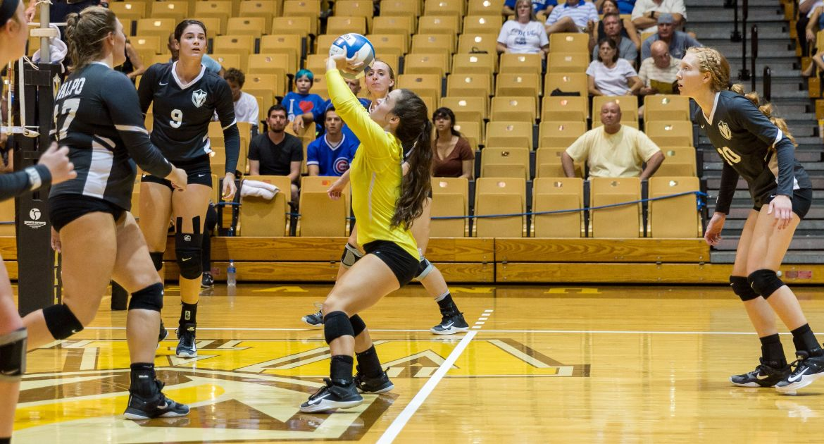 Volleyball Sweeps Bradley For MVC Road Victory