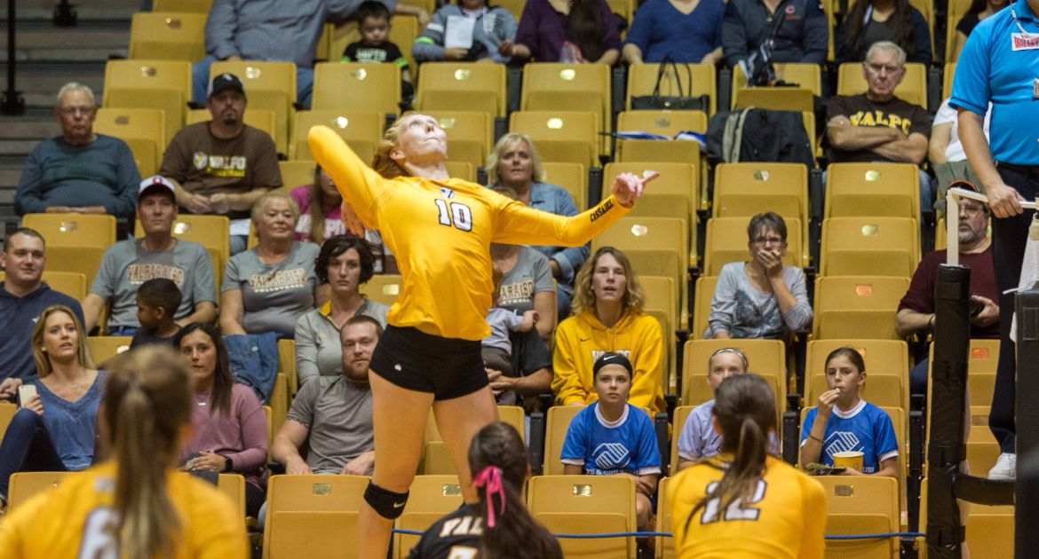 Volleyball Bounces Back With Sweep of Evansville Saturday