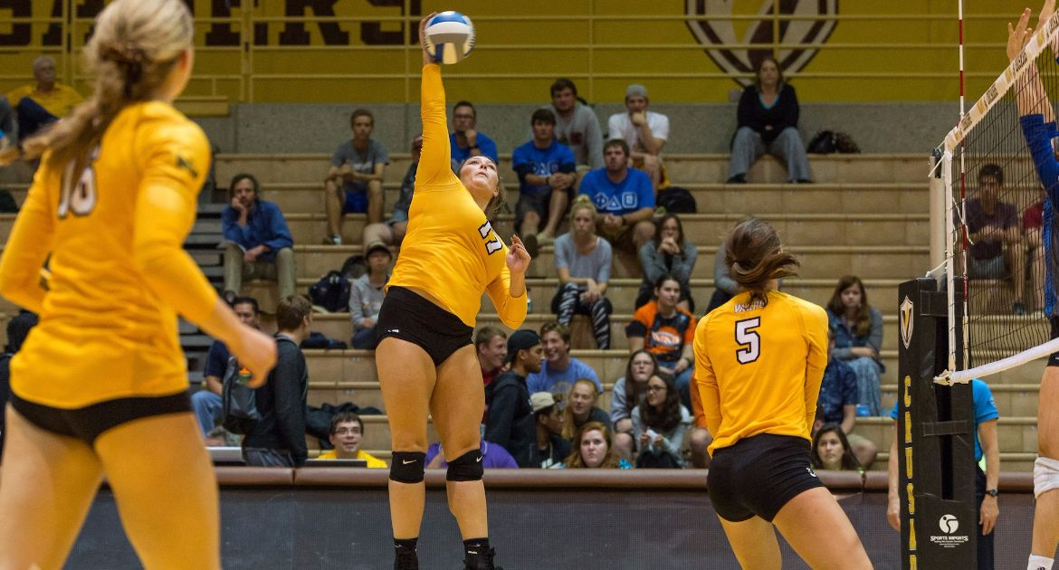 Volleyball Handles Chicago State in Mid-Week Sweep