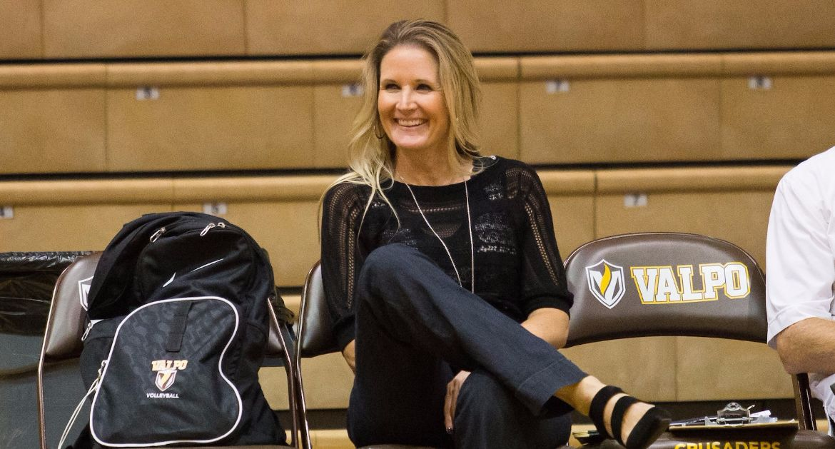Avery Earns 400th Win at Valpo; Volleyball Closes Weekend With Victory