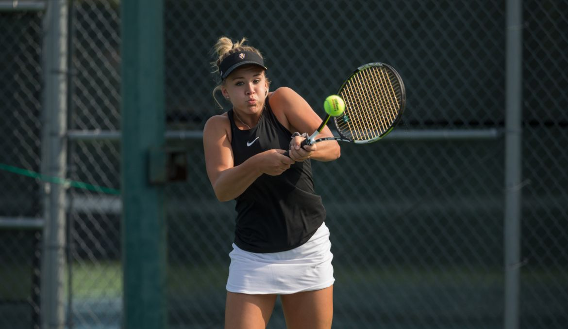 Valpo Takes Top Singles, Doubles Matches Against Butler
