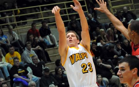 Valpo Earns Big Road Win With Comeback at YSU