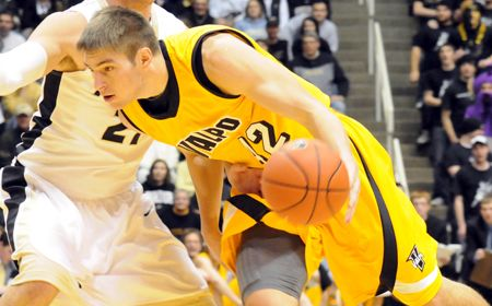 Valpo Rally Falls Short at Cleveland State
