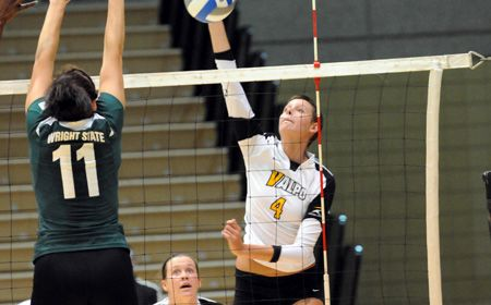 Crusaders Down Youngstown State in Four Sets