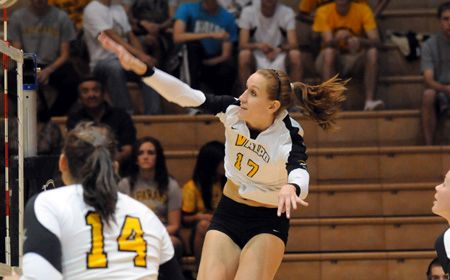 Crusader Volleyball Wins 11th Straight in HL Opener