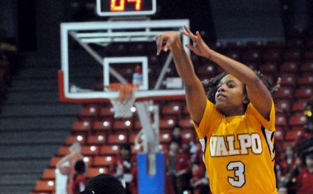 Milwaukee Nips Valpo Women in Final Seconds