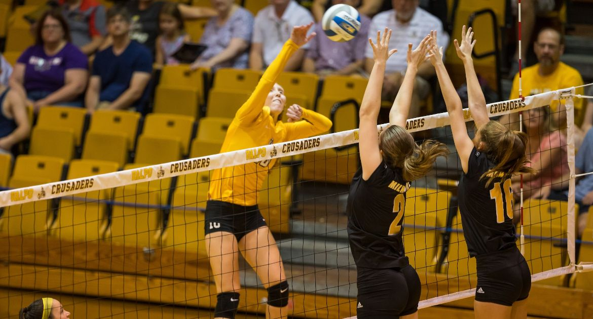 Volleyball Sweeps Drake Saturday Night