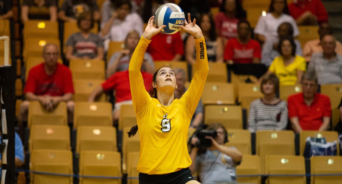 Volleyball Continues Roll With Monday Sweep of SIU