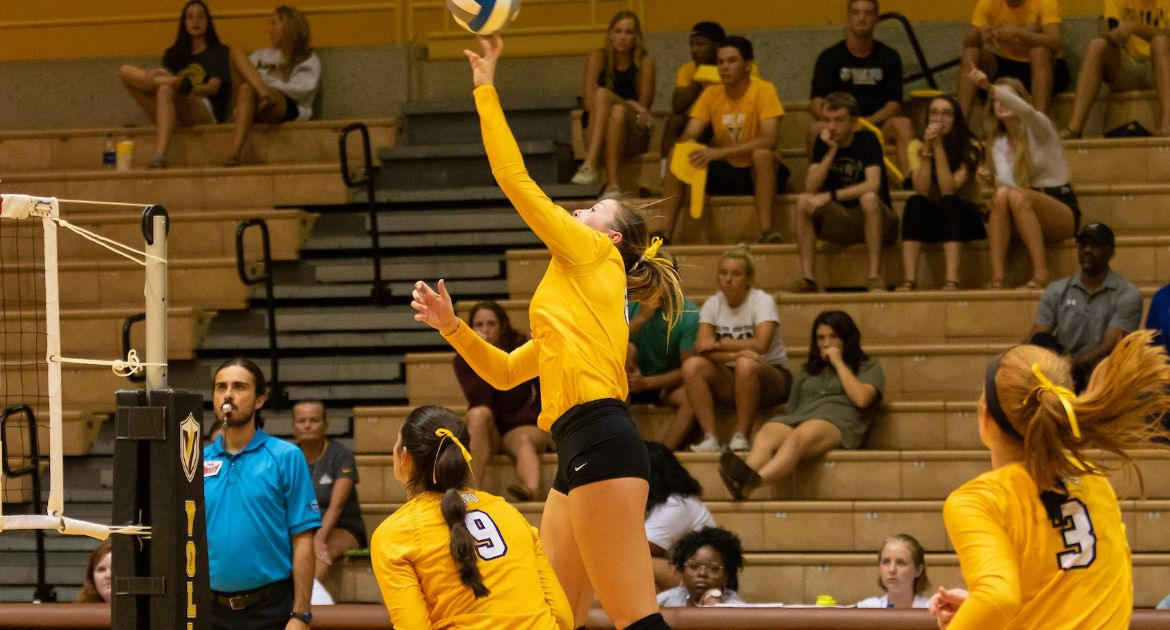 Volleyball Falls in Hard-Fought Battle Against UNI Saturday