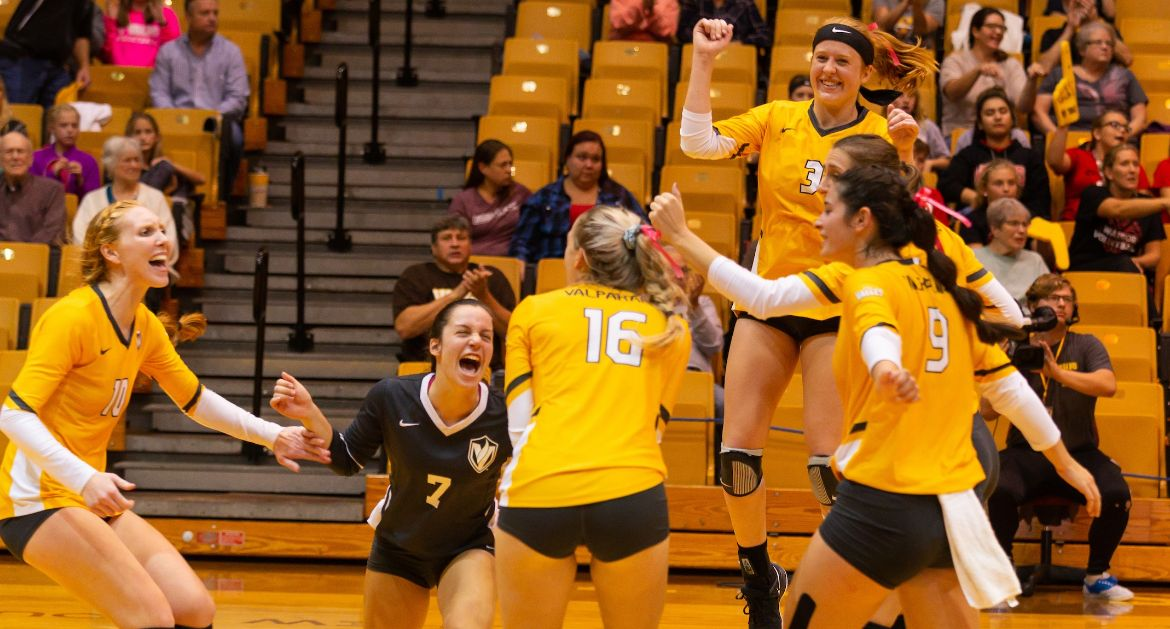 Volleyball Completes Rally Friday Night, Downs Loyola