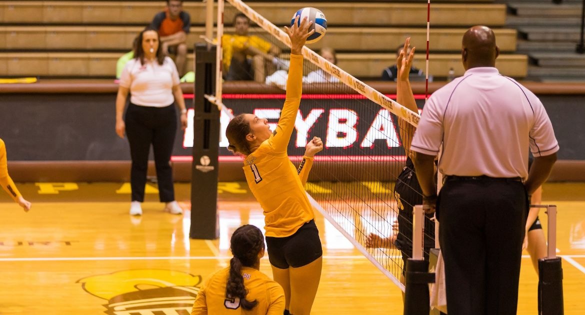 Volleyball Beats Missouri State For First Time in Program History