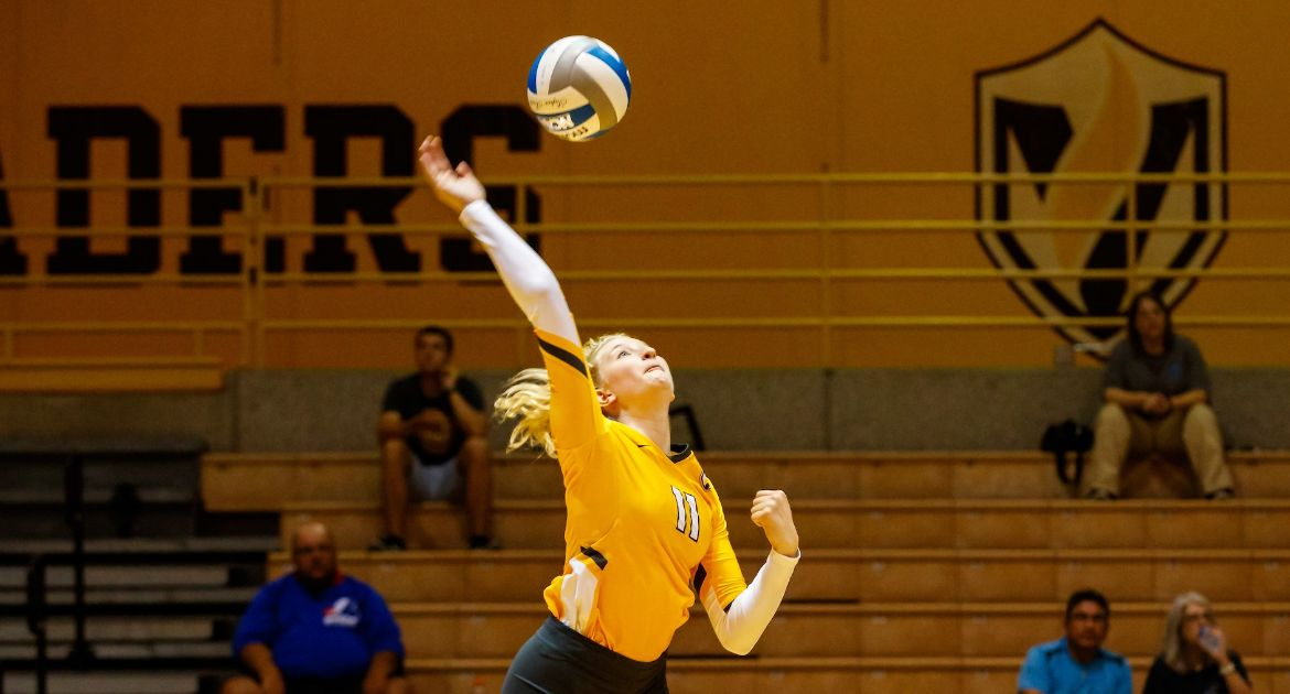 Volleyball Falls Twice on Saturday at DePaul