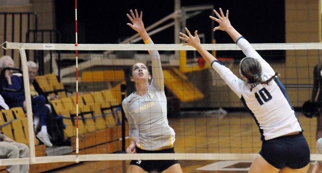 Volleyball Completes Homecoming Weekend With Win Over Butler