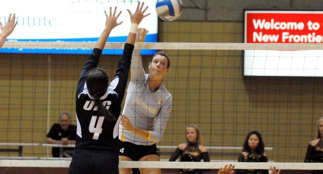 Crusaders Fall in Five Sets at Milwaukee