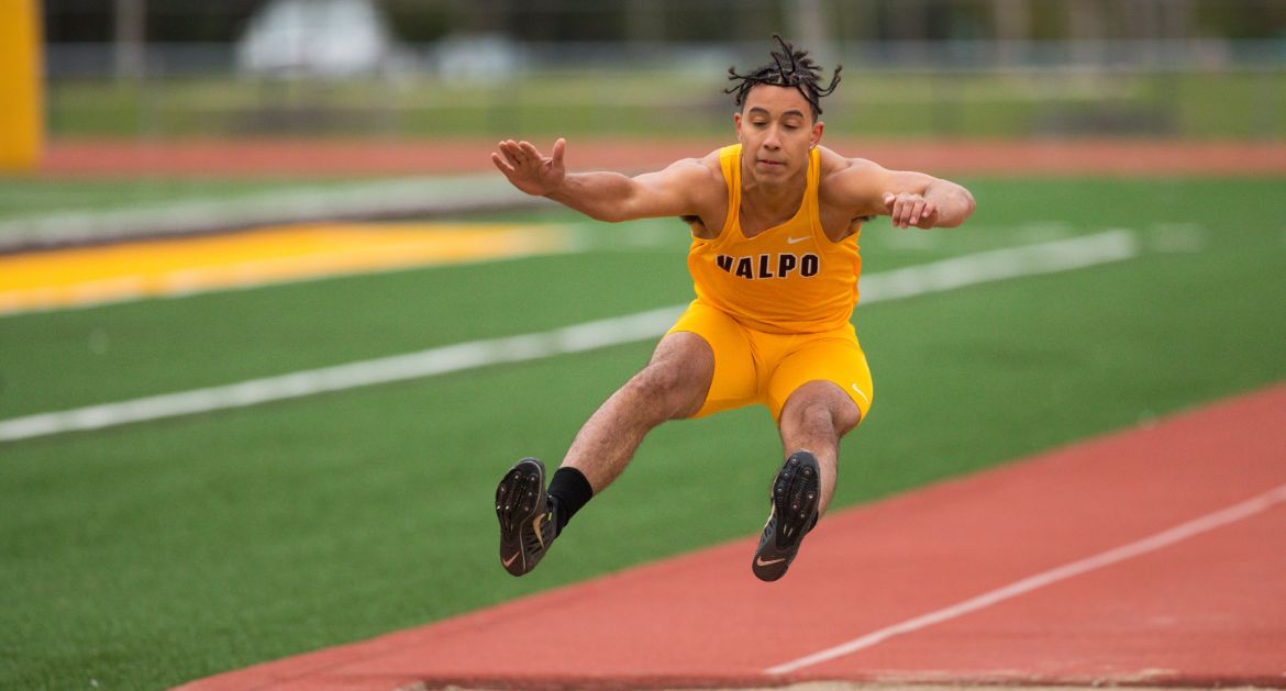 Fischer, Daggett Lead Team as Track & Field Gears Up for Championships