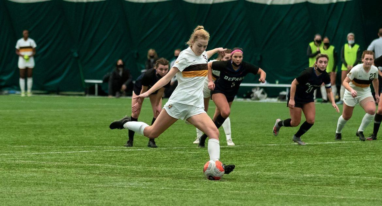 Women's Soccer Falls to DePaul on Last-Second Goal Monday