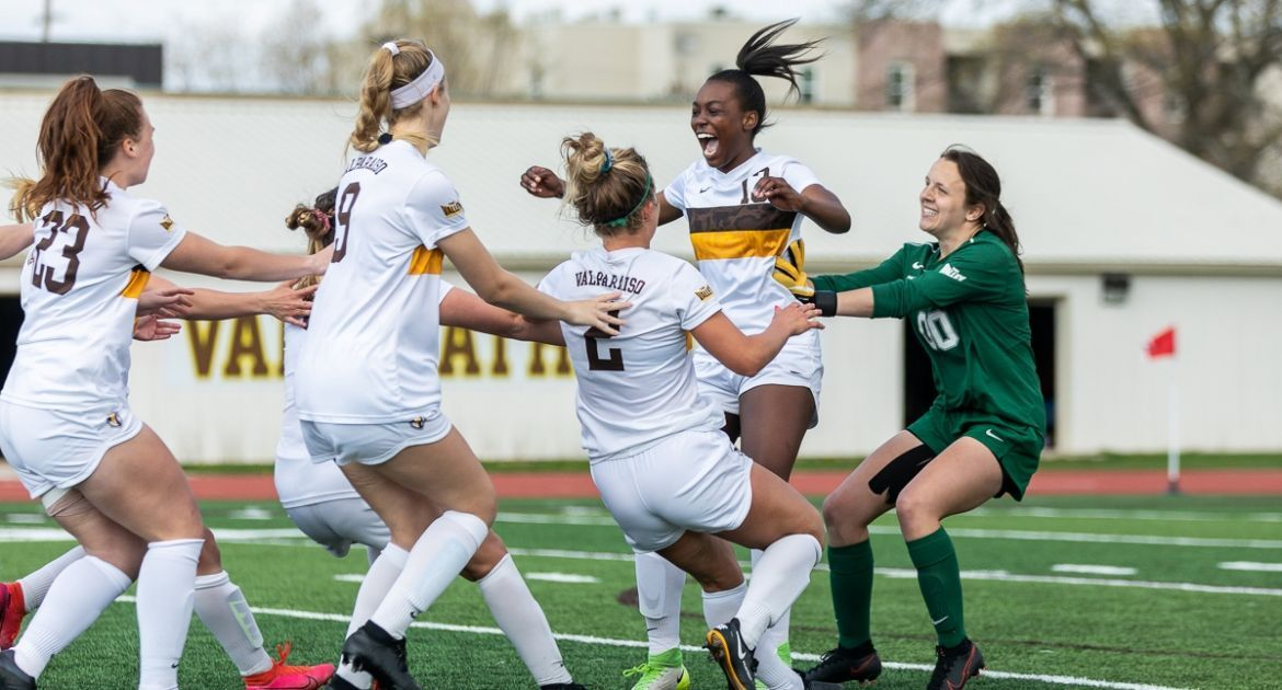 Soccer Prevails in Penalty Kicks, Advances to MVC Semifinal