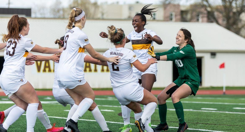 Soccer Prevails in Penalty Kicks, Advances to MVC Semifinal