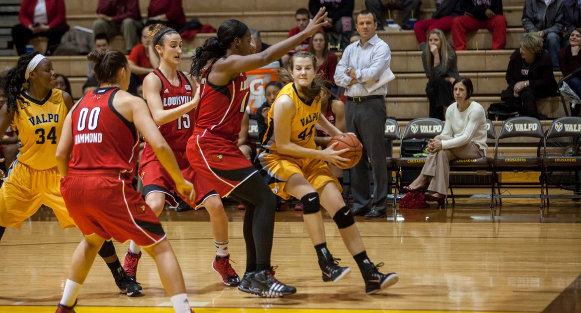 Crusader Women Fall Flat in Second Half, Lose 82-59 to RedHawks