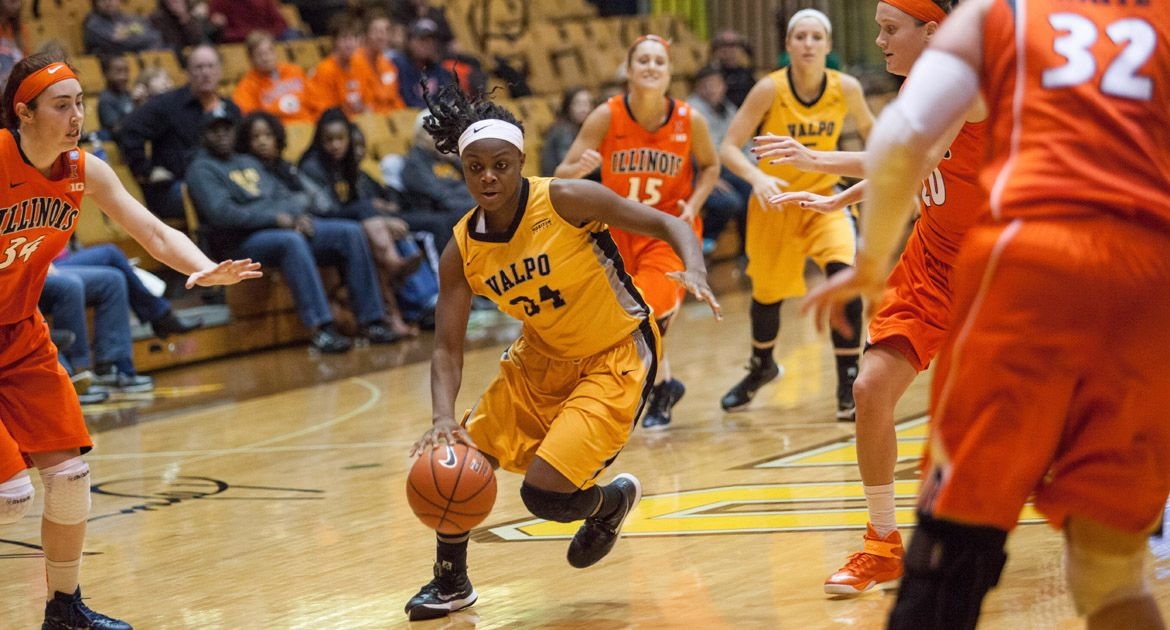 Valpo Women Fall to Illinois at Home