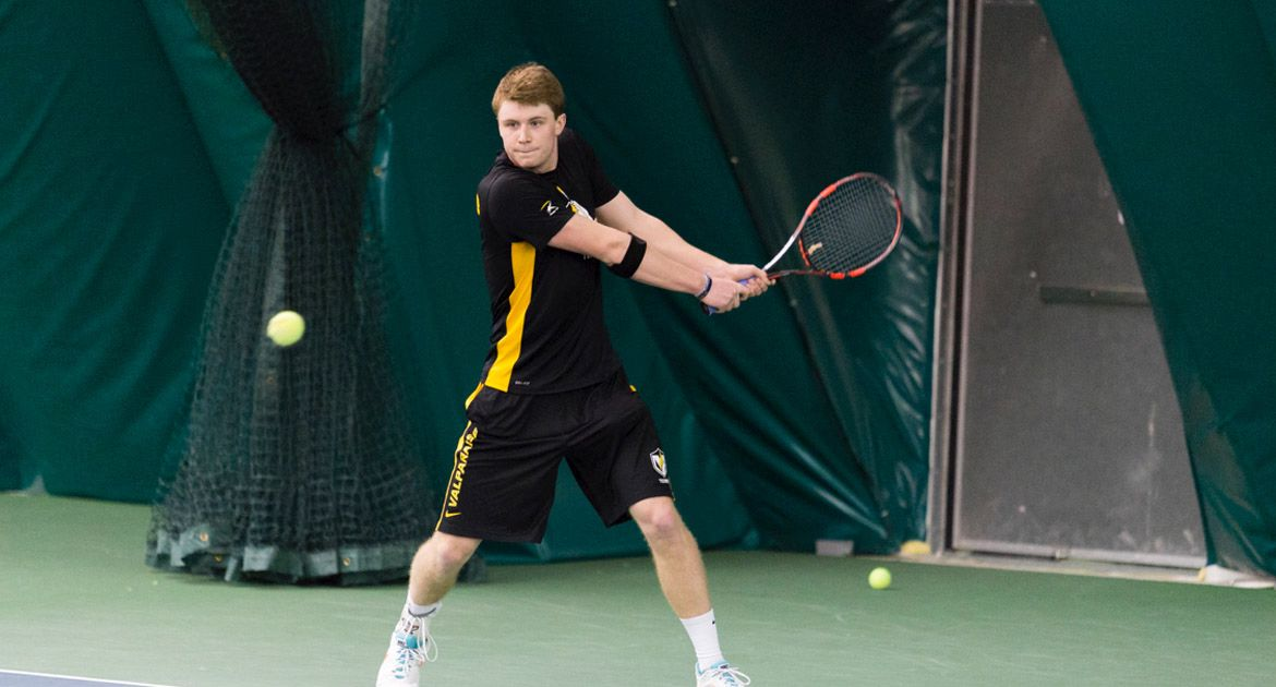 Men's Tennis Scratches Its Way to Win over IUPUI